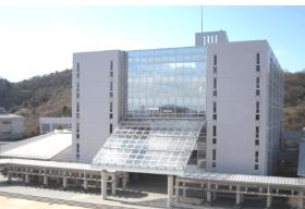 神戸高専校舎